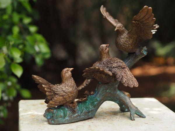 Bronzefigur Vögel auf Zweig