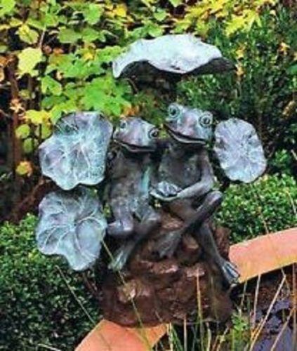 Bronzefigur Frösche aus Bronze wasserspeiend