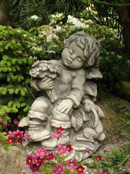 """Gartenfigur Junge """"SEBASTIAN"""", sitzend mit Hase,"""