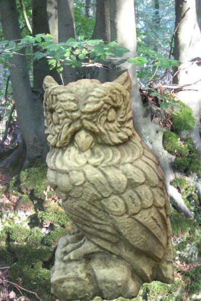 Gartenfigur Eule aus Steinguss, handpatiniert
