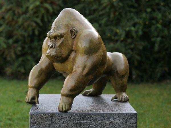 Bronzefigur Gorilla grüne heisse patina