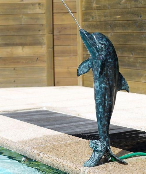 Bronzefigur Delfin wasserspeiend