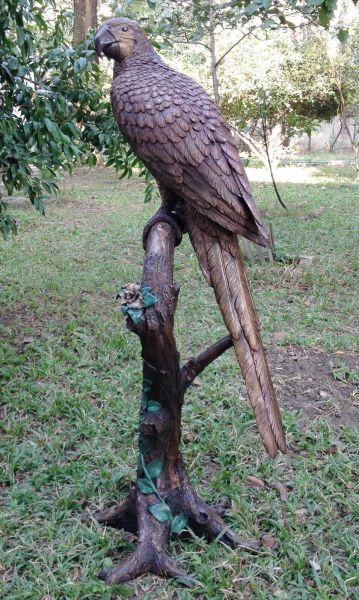 Bronzefigur Papagei auf Stamm