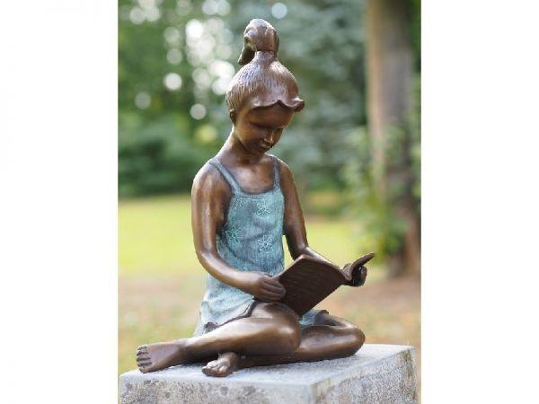 Bronzefigur Lesendes Mädchen groß
