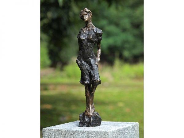 Bronzefigur Moderne Frau