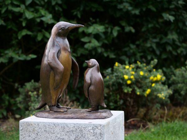 Bronzefigur Pinguin und Baby
