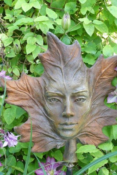 "Gartenfigur Blatt ""AHORN"", Steinguss, Rosteffekt"
