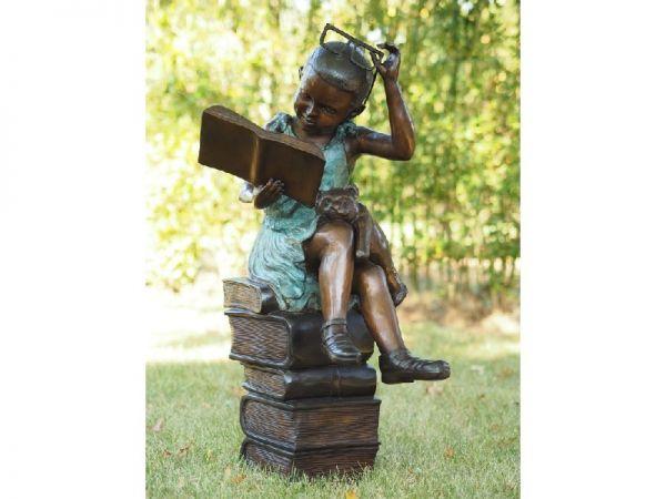 Bronzefigur Lesendes Mädchen mit Brille