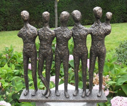 Bronzefigur Fünf stehende Männer modern