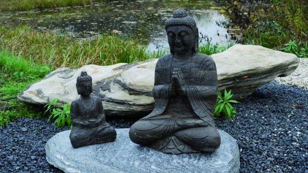 Naturstein Buddha sitzend