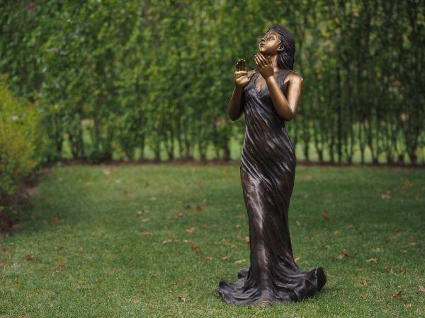 Bronzefigur Frau