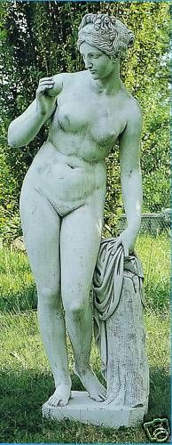 Gartenfigur Nackte Frau am Stamm