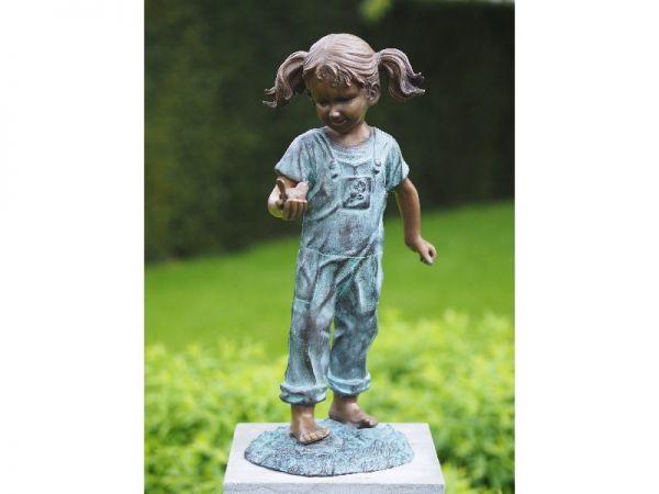 Bronzefigur Kleines Mädchen mit Vögelchen