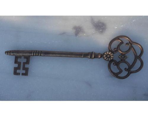 Bronzefigur Wanddeko Schlüssel