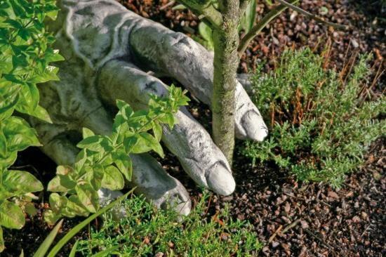 "Gartenfigur ""TROLLHAND"" zu Troll Carlos, Steinguss"