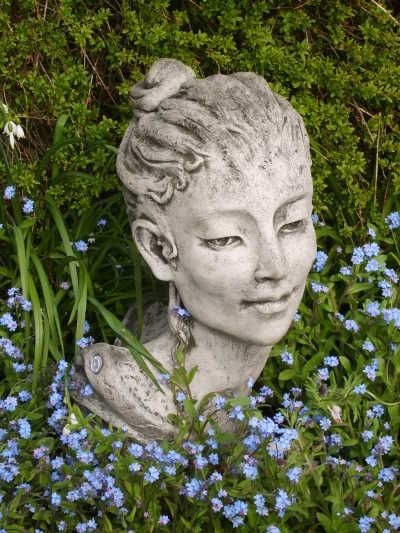 "Gartenfigur ""TIFFANY-BELLE"", Frauenkopf, © by Fiona Scott"
