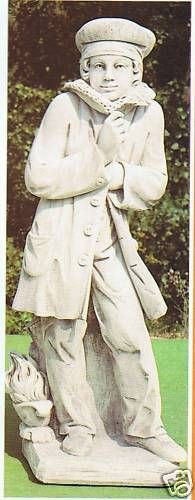 Gartenfigur Junge im Mantel