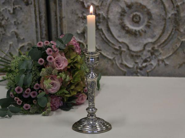 Kerzenständer mit ovalen Fuß von Chic Antique
