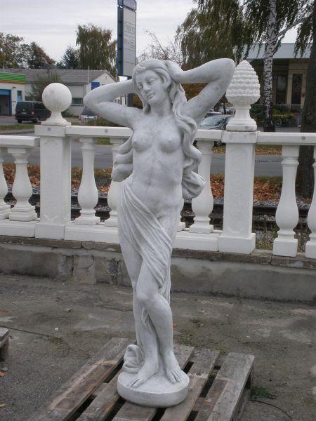 Gartenfigur Frau im Tuch