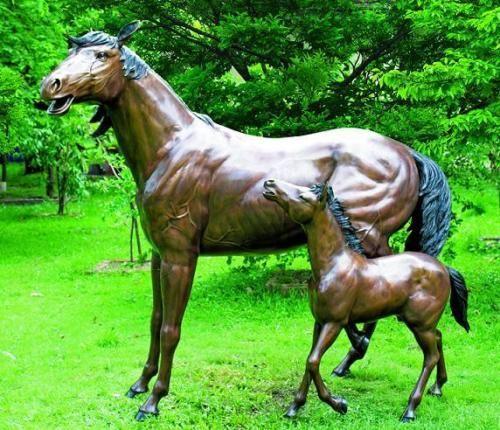 Bronzefigur Pferd mit Fohlen