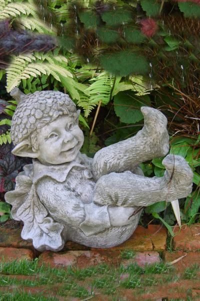 """Gartenfigur """"ACORN"""", kleiner Baumelf, © Fiona Scott"""