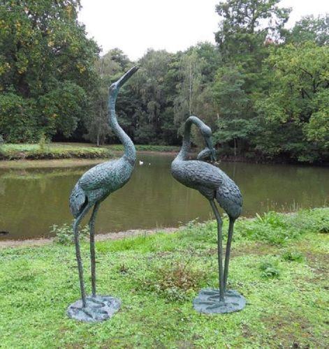 Bronzefigur Kranich Paar groß wasserspeiend