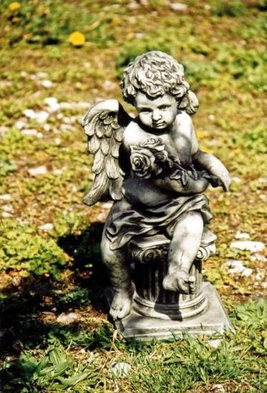 """Gartenfigur Engel Rosenstrauß, """"HELISON"""", Steinguss"""