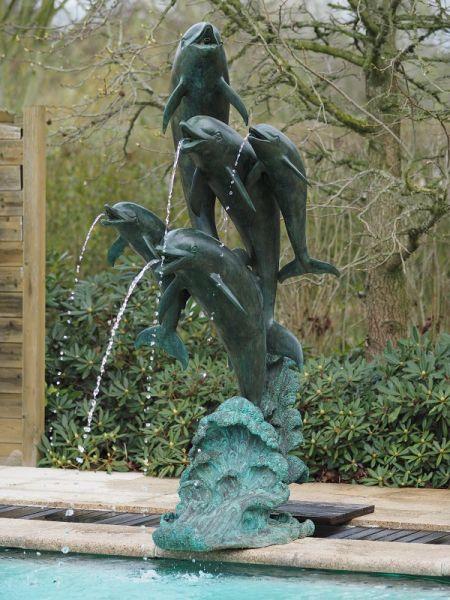 Brunnen 5 Delphine aus Bronze