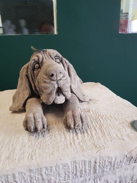 Gartenfigur Hundegesicht auf Pfoten