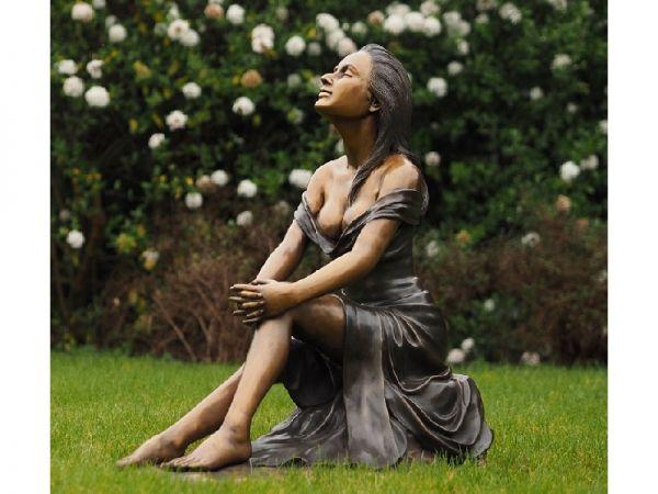 Bronzefigur Sitzende Frau