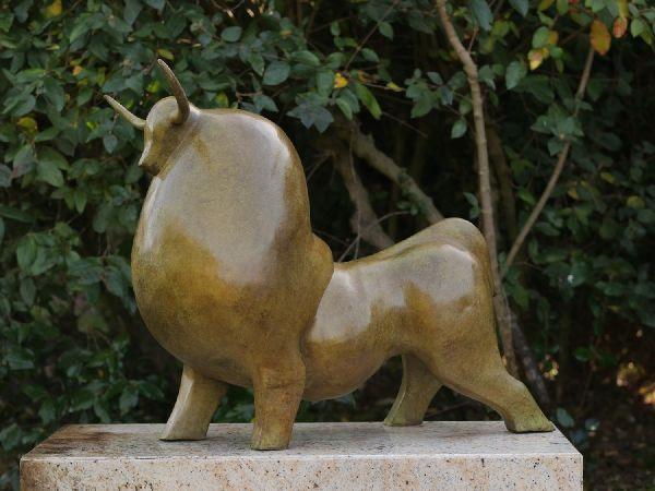 Bronzefigur Stier mit grüner heisser patina