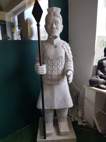 Gartenfigur Asiatischer Krieger bewaffnet