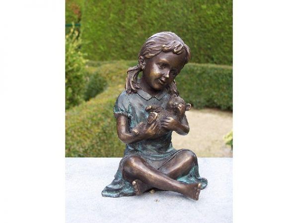 Bronzefigur Kleines Mädchen mit Teddy