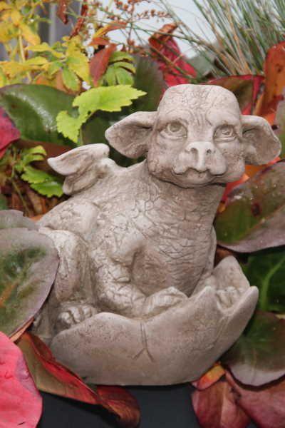 """Gartenfigur Drachenbaby """"SARAPHIR"""", Steinguss © by Fiona Scott"""