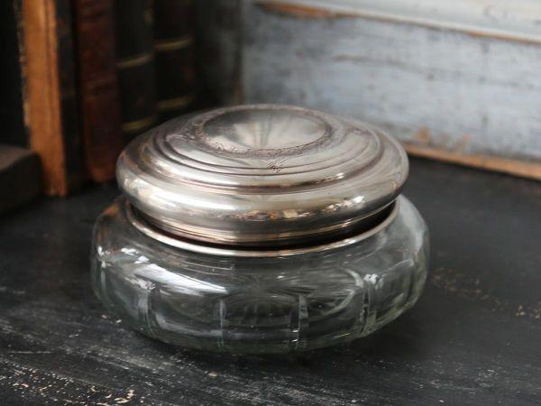 Box mit antikem Silberdeckel und Glas von Chic Antique