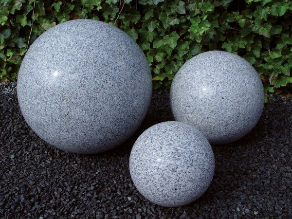 Granit-Kugel grau, poliert