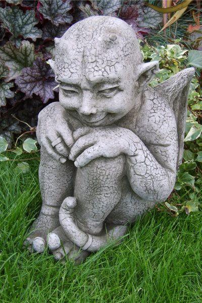 """Gartenfigur #Gargoyle """"IMP"""", Steinguss, © by Fiona Scott"""