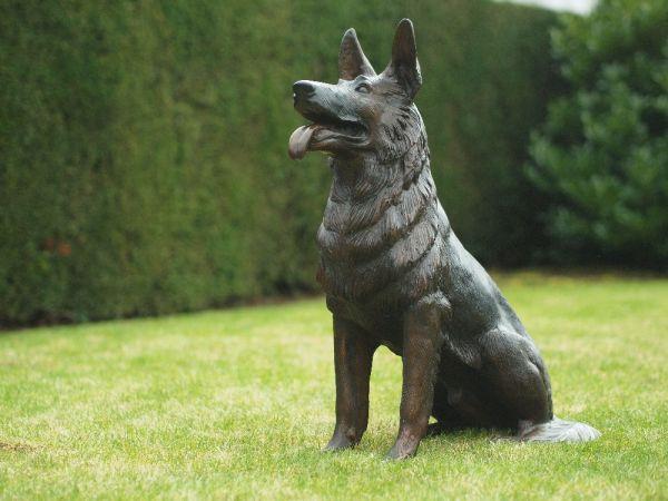 Bronzefigur Sitzender Hund