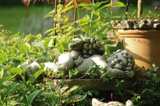 """Gartenfigur Engel schlafend, """"MICAEL"""", Steinguss"""
