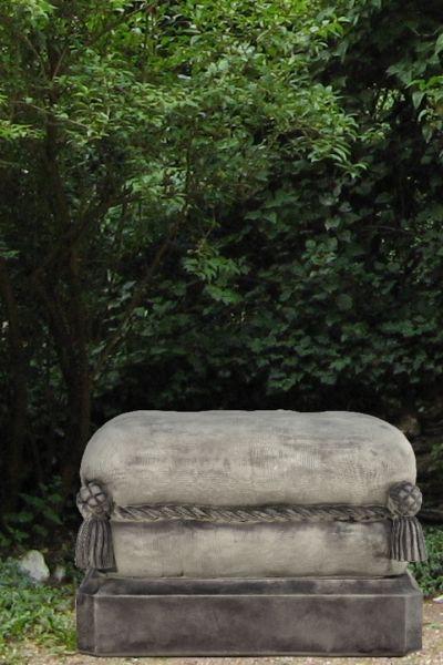 """Gartenfigur Steinkissen """"WOHNSITZ"""" Steinguss, antik"""