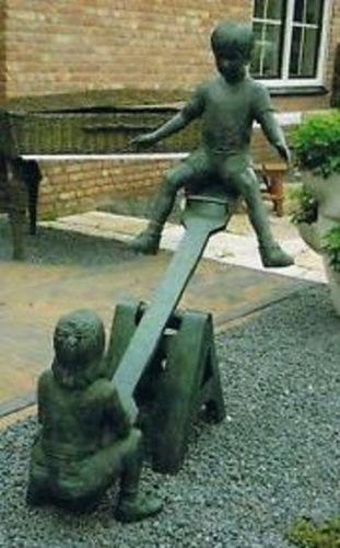 Bronzefigur Kinder auf Wippe