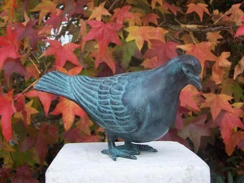 Bronzefigur Taube