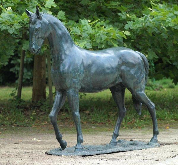 Bronzefigur Großes Pferd in Lebensgröße