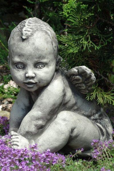 """Gartenfigur Engelbaby """"ANADI"""", vorn aufgestützt, Steinguss"""