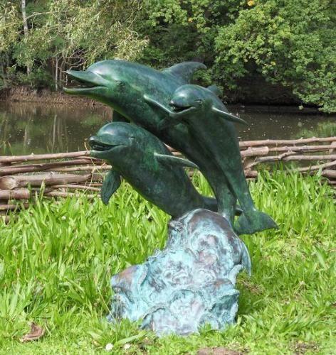 Brunnen Drei Delfine aus Bronze