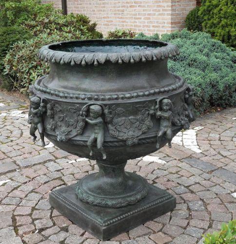 Bronzefigur Große Vase mit Engeln