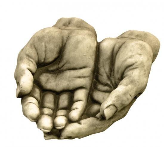 Gartenfigur Männerhände aus Steinguss