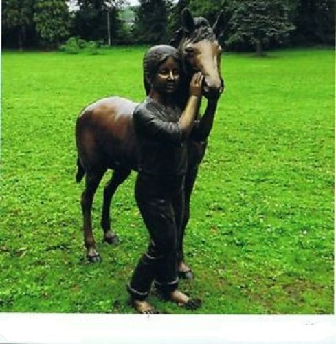 Bronzefigur Mädchen mit Pferd