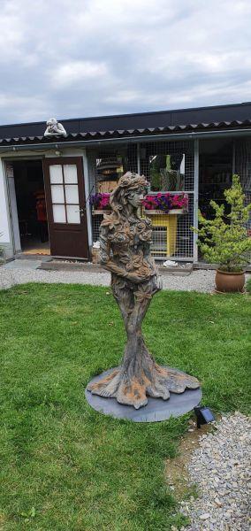 "Gartenfigur Königin der Natur ""Ada"" Rosteffekt"