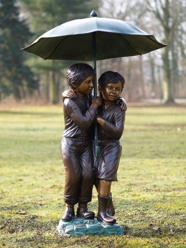Bronzefigur Zwei Kinder Regenschirm